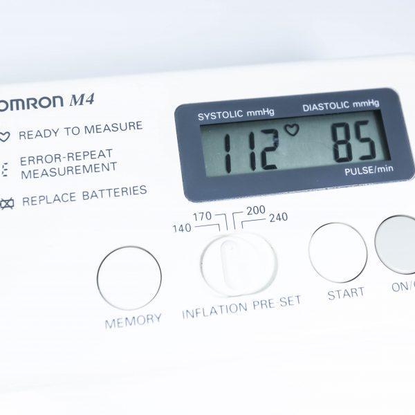 Ciśnieniomierz automatyczny Omron M4 HEM-722C - Arestomed